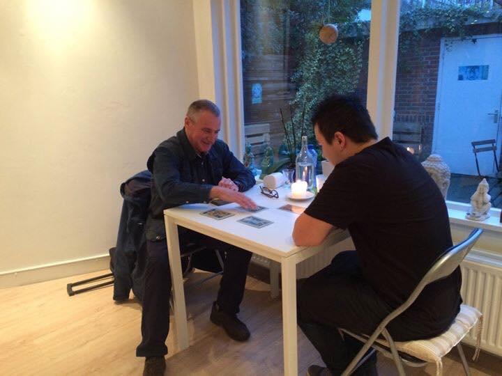 Astro/tarot consulten met Louis Kemperman